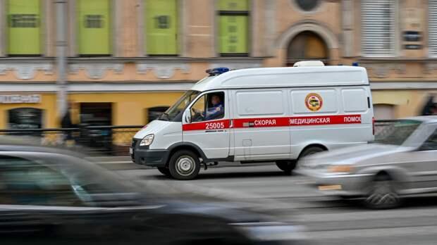 Автомобиль каршеринга опрокинулся на крышу в Петербурге