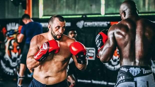 Источник: экс-бойца UFC Антигулова арестовали в Дагестане с оружием