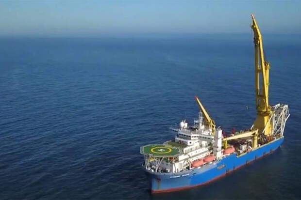 Трубоукладчик Черский в море