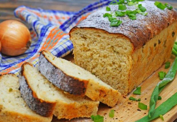 Пористый мякиш и хрустящая корочка: выпекаем ароматный луковый хлеб