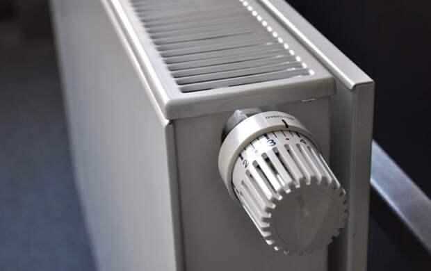 В нескольких домах Петербурга включили отопление в 30-градусную жару