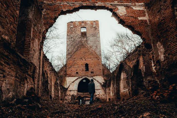 Как в России спасают тевтонские замки
