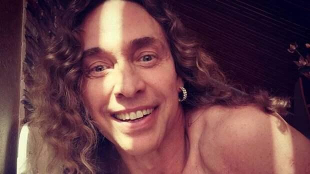 Тарзана обокрали после ночного отдыха с двумя девушками