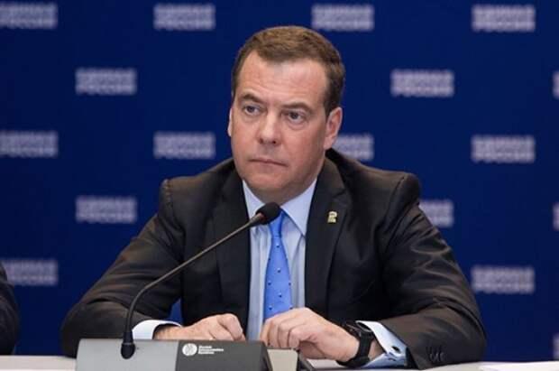 Медведев заявил, что отношения РФ и США вернулись в эпоху холодной войны