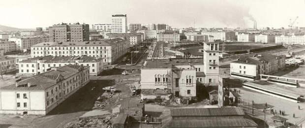 Несмотря на сложные природные условия, на этой территории вырос большой город и металлургические заводы / Фото: norilsk-history.livejournal.com