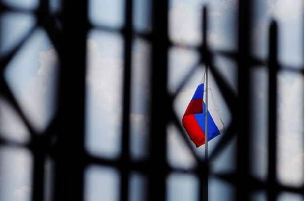 The Russian flag flies over the Embassy of Russia in Washington, U.S., August 6, 2018. REUTERS/Brian Snyder