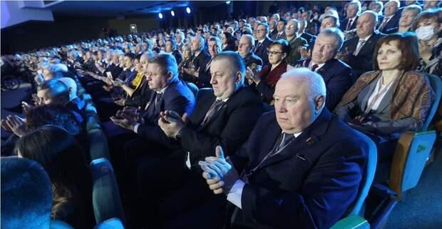 Народ слушал без энтузиазма...  (с сайта президента РБ)
