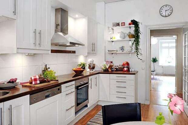 Белый цвет как способ экономии пространства кухни