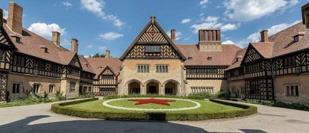 Дворец поместья Цецилиенхоф – место проведения встреч участников Потсдамской конференции