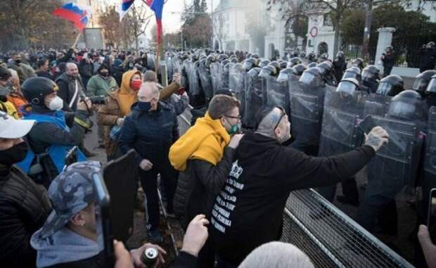 ВСловакии иЧехии прошли антиправительственные демонстрации