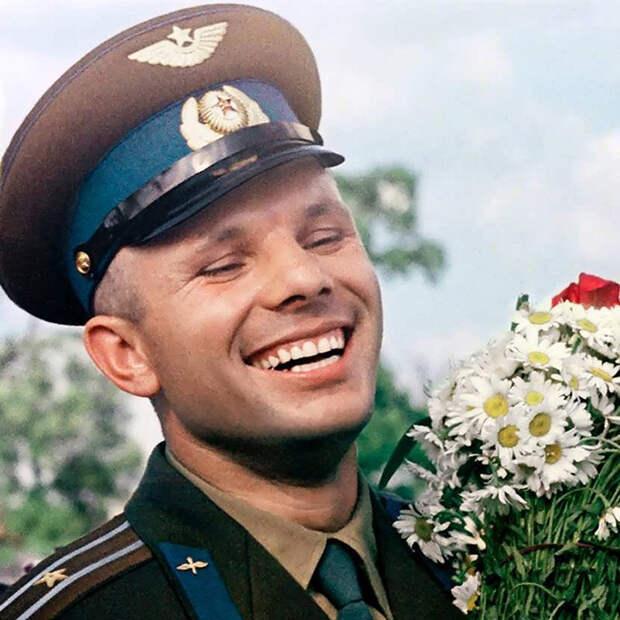 Весь мир помнит его добродушное улыбчивое лицо.