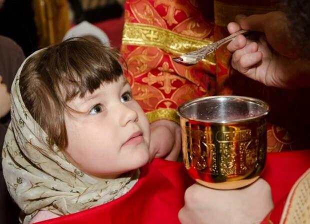 В РПЦ разрешили причащаться без исповеди, если человек не имеет смертных грехов