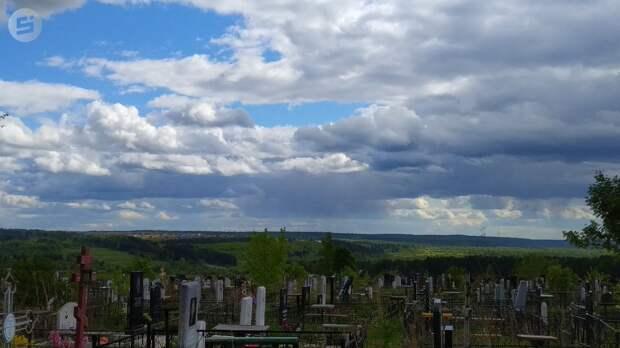 Заведующая кладбищем Можги брала взятки за продажу мест захоронений