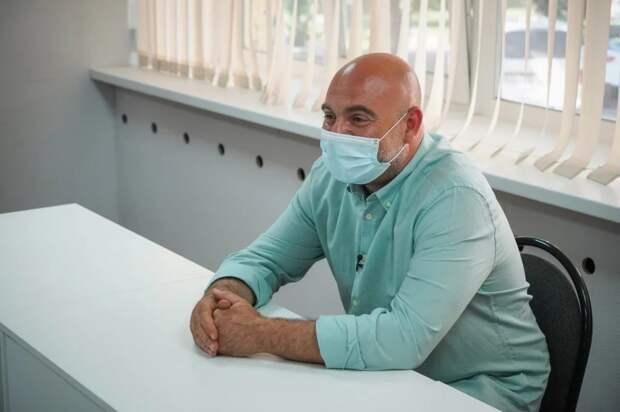 Баженов рассказал, как обезопасить себя во время ложных звонков из Центробанка. Фото: Максим Манюров