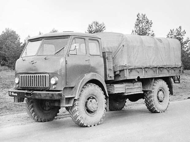 """Белорусская """"Шишига"""" - МАЗ-505 - опытный грузовой автомобиль с колесной формулой 4х4, построенный в 1962 году. история, ретро, фото"""