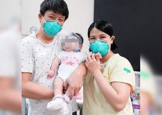 Родившуюся с весом в 212 граммов девочку выписали домой после 13 месяцев в больнице