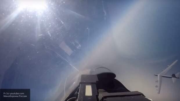 Китайские обозреватели: российский Су-27 вновь унизил ВВС США