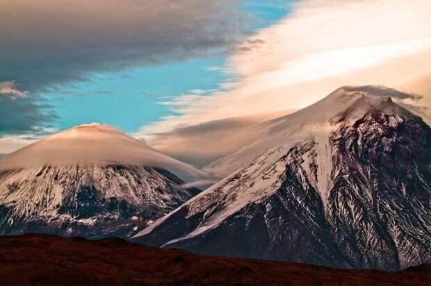 Неправильно. Это вулкан Кроноцкая сопка на Камчатке.