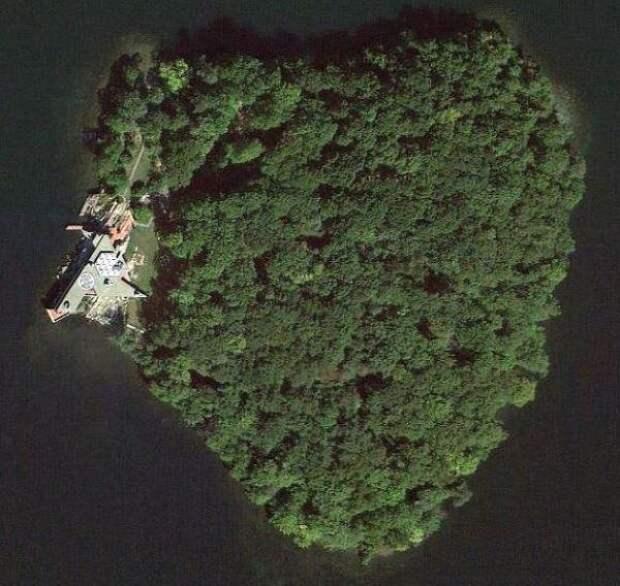 Остров в форме сердца, который Джоли когда-то присмотрела Питту, продают за 15 млн долларов