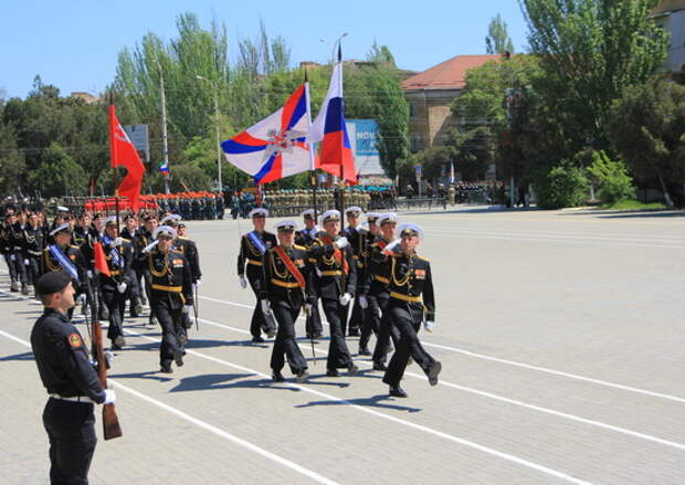 Морские пехотинцы Каспийской флотилии вернулись с учений и приступили к тренировкам парада Победы на главной площади Каспийска