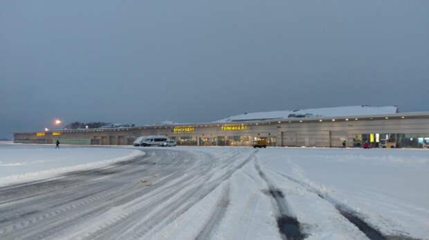 Аэропорт Краснодара ограничил работу из-за снегопада