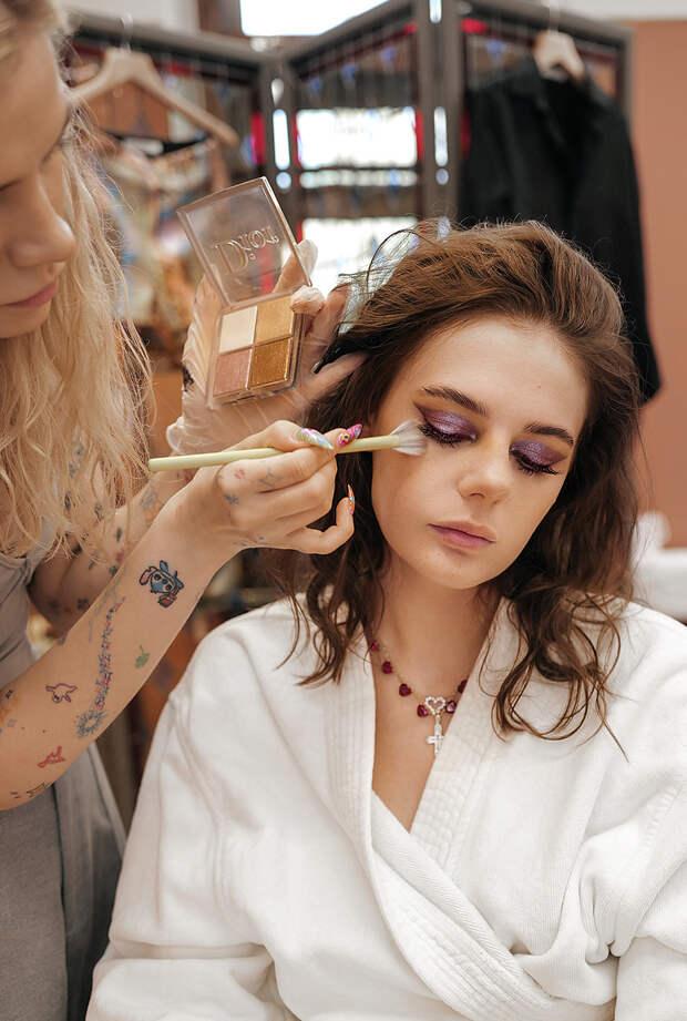"""""""Холодные"""" стрелки в стиле ретро: инструкция от Dior Beauty"""