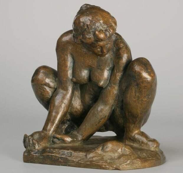 Аристид Майоль. Женщина, присевшая на корточки. ГМИИ