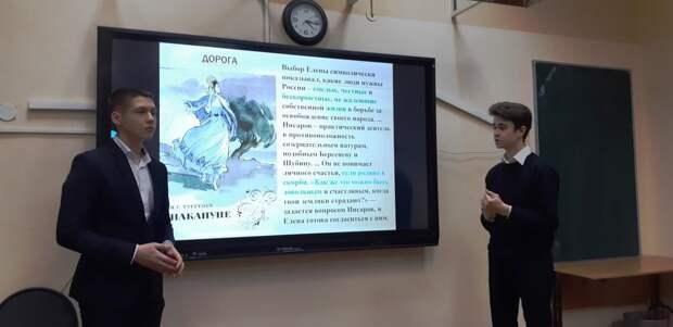 Девятиклассники из Северного стали призерами городского фестиваля «Какое счастье говорить на русском!»