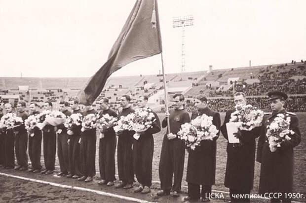 Церемония награждения золотыми медалями футболистов ЦДКА 1950 г.