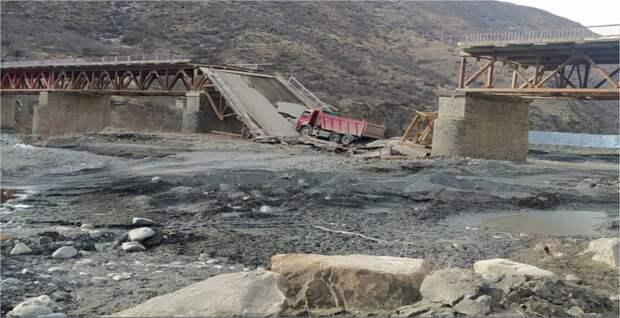Фура обвалила мост в Дагестане