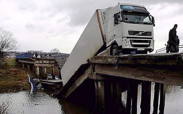 Обрушивший мост водитель фуры арестован