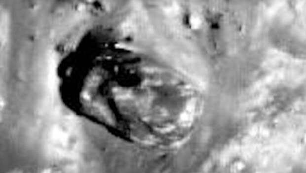 На снимке с Луны обнаружили прямоугольный объект, похожий на танк