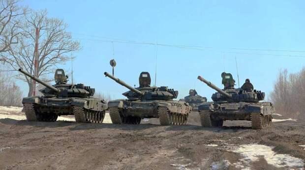"""В Британии заявили о """"полосах вторжения"""" на российских танках около Украины"""