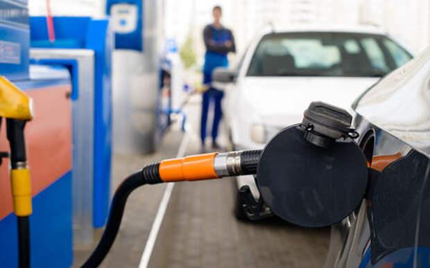 В России растет армия пешеходов: продажи бензина падают
