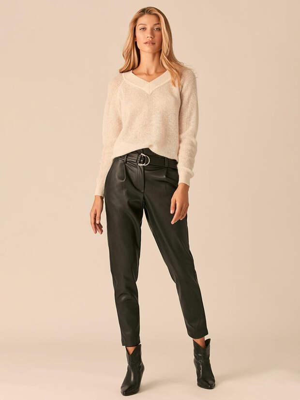 Как и с чем носить кожаные брюки?