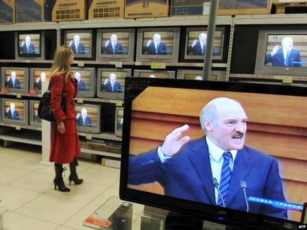 Глушивший Интернет Лукашенко обещает его гибель