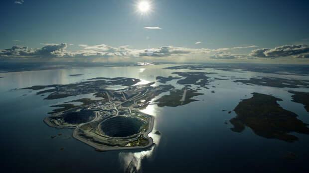 Почему вода не заливает алмазный рудник «Дьявик» посреди канадского озера