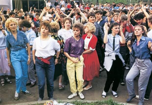 Как мы одевались в девяностые годы.