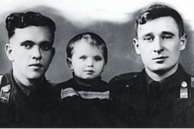 """""""Огромное небо"""": советские летчики спасли берлинцев 55 лет назад"""