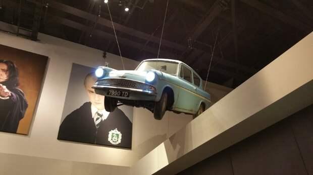 На каком автомобиле летал Гарри Поттер?