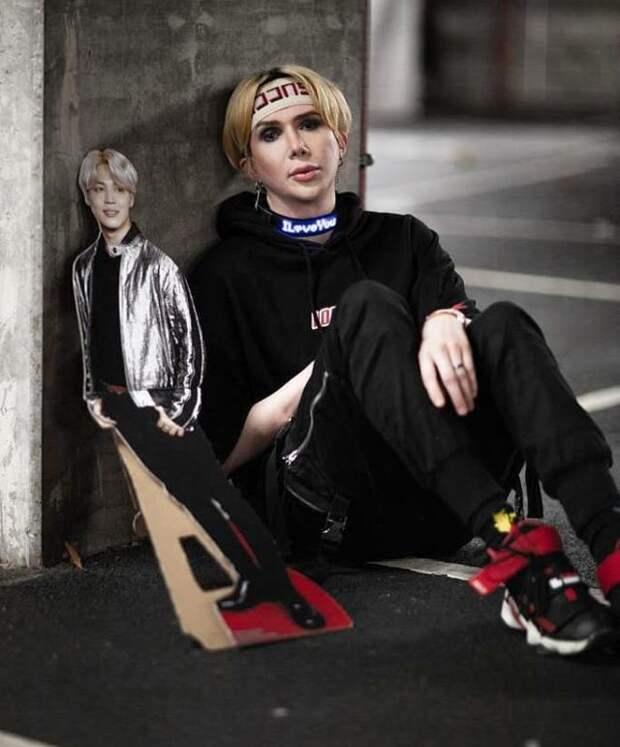 Преданный фанат изБритании потратил целое состояние, чтобы стать похожим назвезду K-Pop