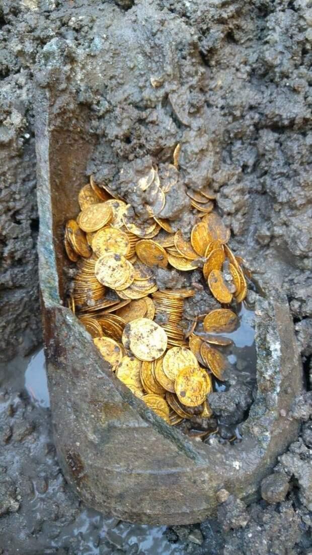 Находка Золото, Клад, Италия, Длиннопост