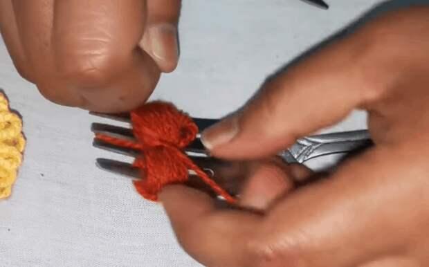 Объемные цветы из пряжи: эффектный декор в необычной технике
