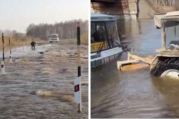 Отрезанный от города поселок и автобус на воде: как жители Новосибирской области борются с паводком