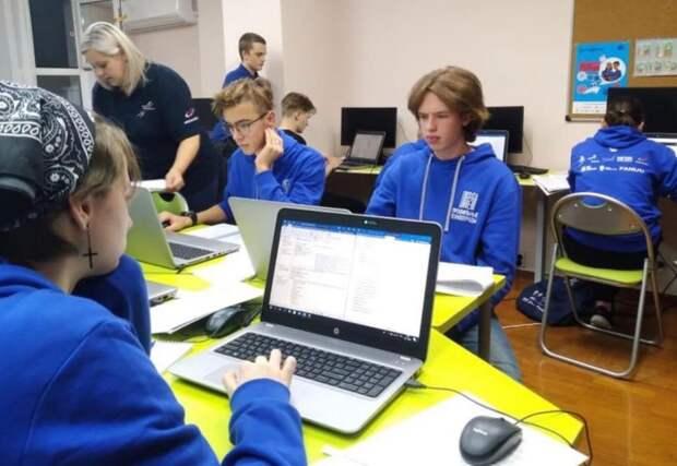 Пять учеников школы в Лианозове выиграли конкурс от WorldSkills Russia