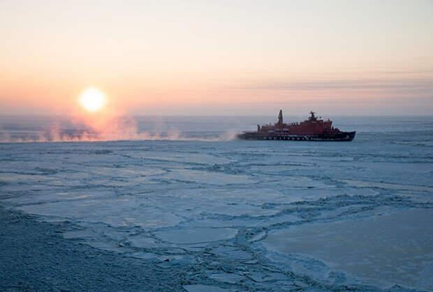 Атомный ледокол «50 лет Победы» в Мангазейском море