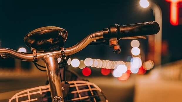 «Сузуки» наехал на велосипедиста на улице Мневники