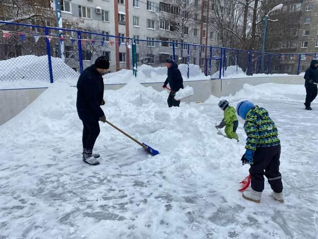 Неравнодушные жители Марфина помогли коммунальщикам убрать снег