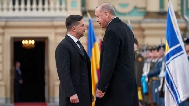 Украинцы раскритиковали Зеленского за призыв отдыхать в Турции вместо россиян