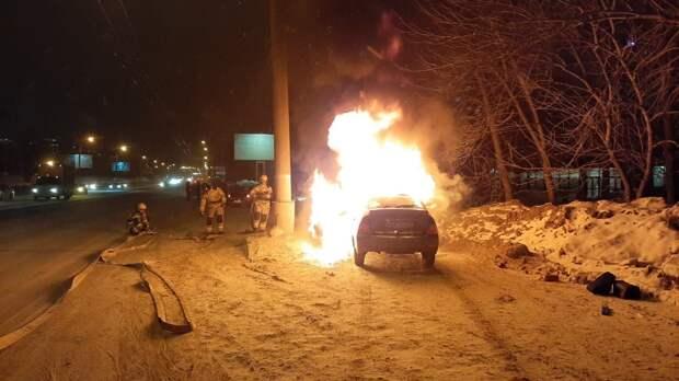 «Приора» сгорела на улице 9 Января в Ижевске